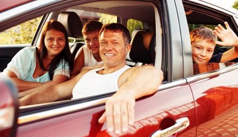 Bimbi in auto: alla guida meglio il papà