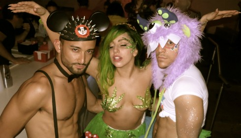 Lady Gaga si veste di cannabis per Halloween