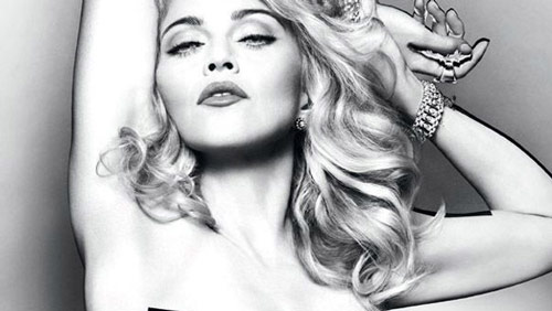Madonna presenta il nuovo profumo, Truth or Dare Naked