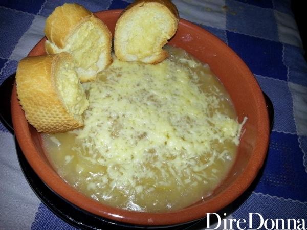 Zuppa di cipolle bianche