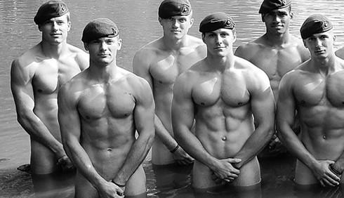 Go Commando 2013: militari nudi per beneficenza
