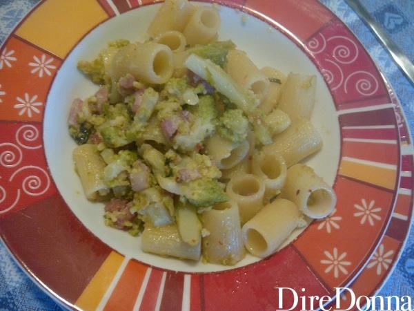 Mezze maniche con broccoli servite