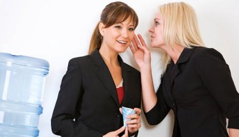 Il gossip in ufficio fa rendere di più