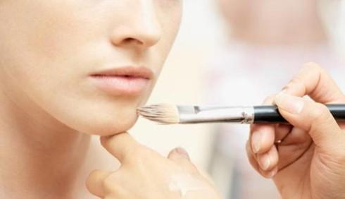 Basta bellezza acqua e sapone: meglio il make-up