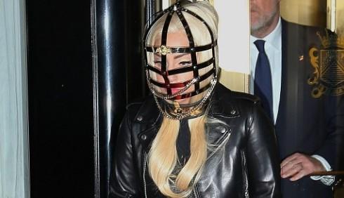 Lady Gaga passa al cinema per non perdere Taylor Kinney?