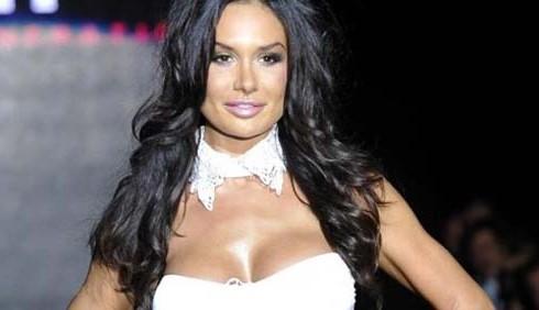 Servizio Pubblico: Michele Santoro querelato da Nicole Minetti?