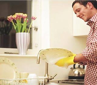 Il lavoro domestico rende felice l'uomo