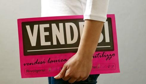 Vende la laurea a un centesimo: il caso esplode sul Web