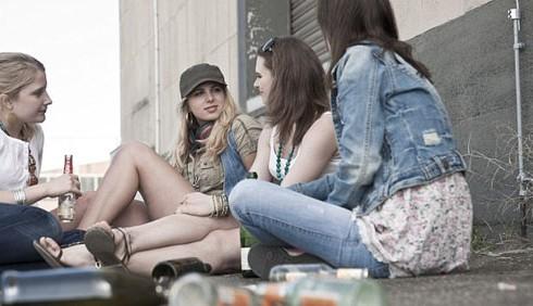 Adolescenti attratti da alcol e azzardo