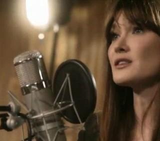 Carla Bruni torna a cantare