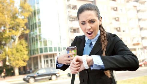 Arrivare tardi in ufficio: le scuse più pazze