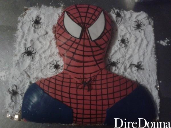 Uomo ragno in pasta di zucchero