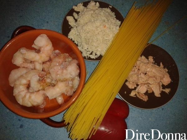 Ingredienti spaghetti tonno polpa granchio e peperone