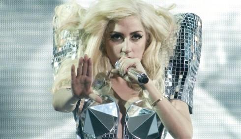 Lady Gaga si dovrà operare