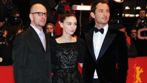 Jude Law e Rooney Mara, complotto farmaceutico a Berlino