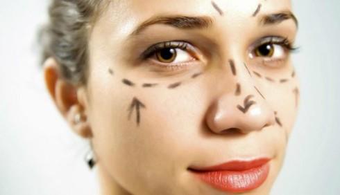 La chirurgia estetica antietà non soddisfa