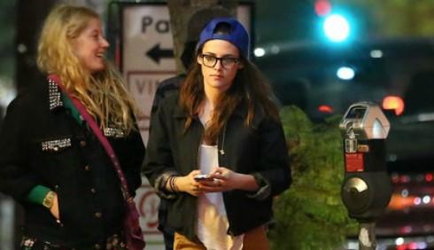 Kristen Stewart a spasso con gli amici di Robert Pattinson