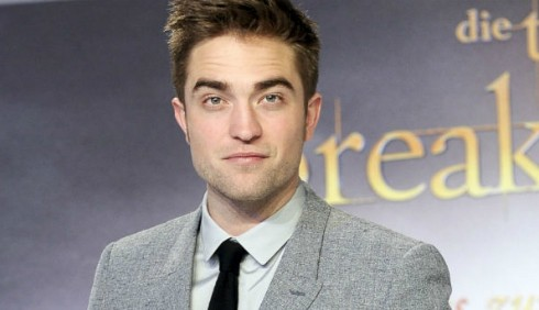 Robert Pattinson flirta con la sosia di Kristen Stewart?