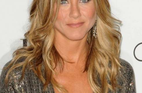 """Jennifer Aniston capelli: copia il look """"Beachy hair"""" per capelli da (a)mare"""