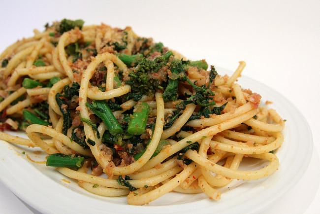 Bucatini con peperoncino e verdure semplice veloce un for Primo piatto veloce