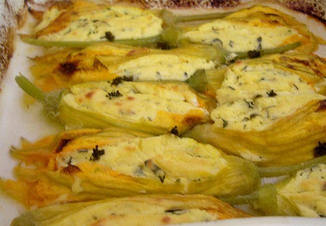 Halloween ricette per cucinare i fiori di zucca ripieni for Cucinare wurstel al forno