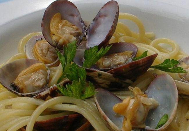 Spaghetti alle vongole - Cremosi come al ristorante ...
