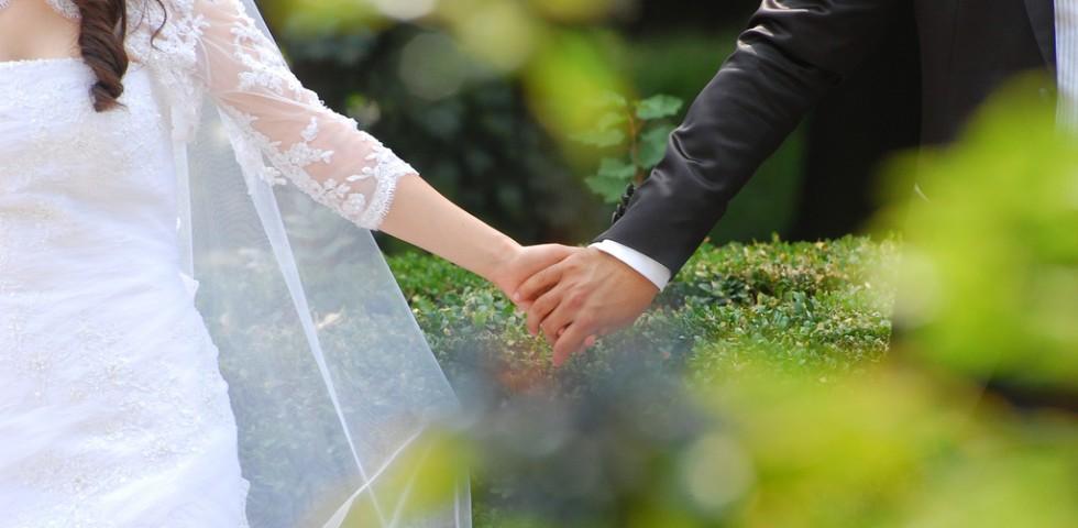 Auguri Matrimonio Amici Intimi : Galateo matrimonio: bon ton per sposi ed invitati diredonna