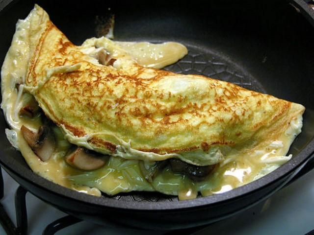 Come cucinare le uova nei grassi o in padella ricette - Come cucinare le trote ...