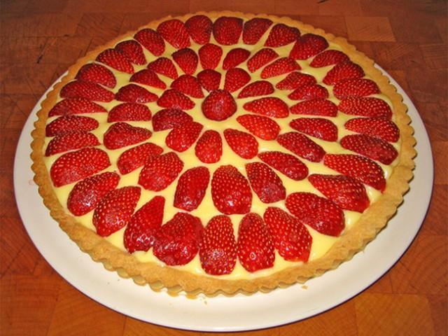 Cucinare d 39 estate crostata di fragole alla crema diredonna for Cucinare estate