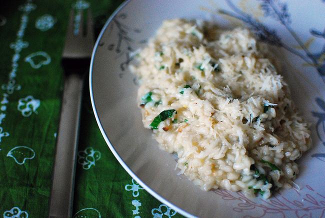 Cucinare d 39 estate risotto agli asparagi mantecato alla for Cucinare risotto