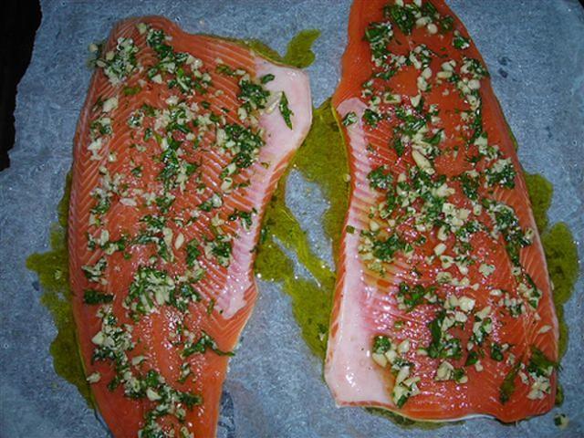 Cucinare d 39 estate trota salmonata in salsa verde diredonna for Cucinare trota