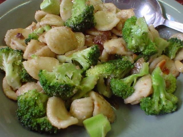 Cucinare d 39 estate orecchiette con i broccoli una ricetta for Cucinare broccoli