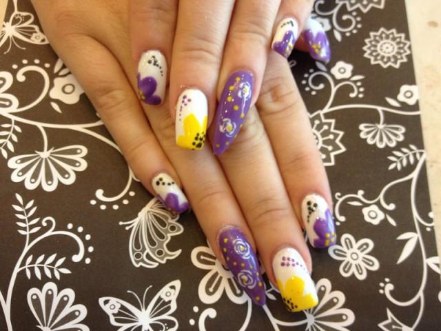 abbastanza Fiori sulle unghie: disegnarli in maniera semplice | DireDonna MB21