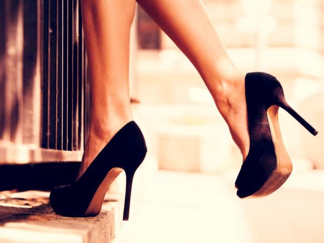 i tacchi alti rendono più attraenti