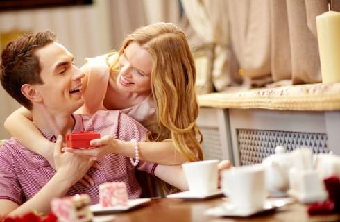 Sorprese romantiche per lui: 10 suggerimenti per stupirlo
