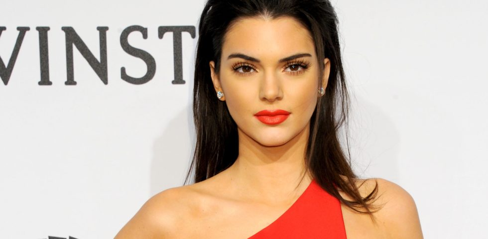 Kendall Jenner incanta al Gala amfAR 2015