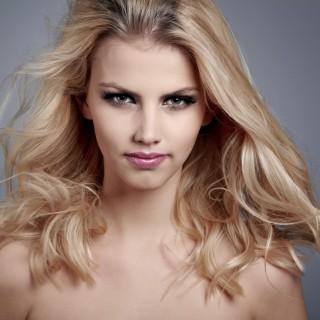 Acqua ossigenata sui capelli: fa male?