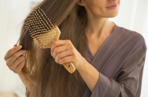 Alopecia femminile: cause e cure