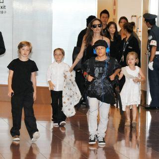 Angelina Jolie torna in pubblico con le figlie cresciute