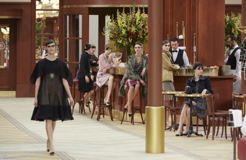 Chanel porta la moda in brasserie
