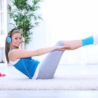 Gli esercizi fisici più facili da fare a casa per perdere peso