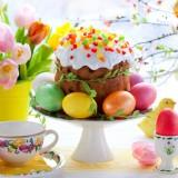 Tavola di Pasqua colorata