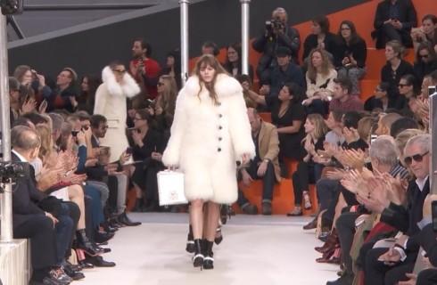 Tra futuro e tradizione Louis Vuitton chiude la Paris Fashion Week