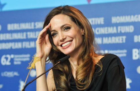 Angelina Jolie dirigerà il figlio Maddox nel film sulla Cambogia