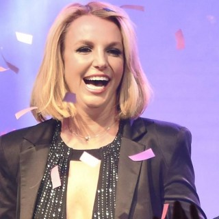 Britney Spears perde le extension sul palco