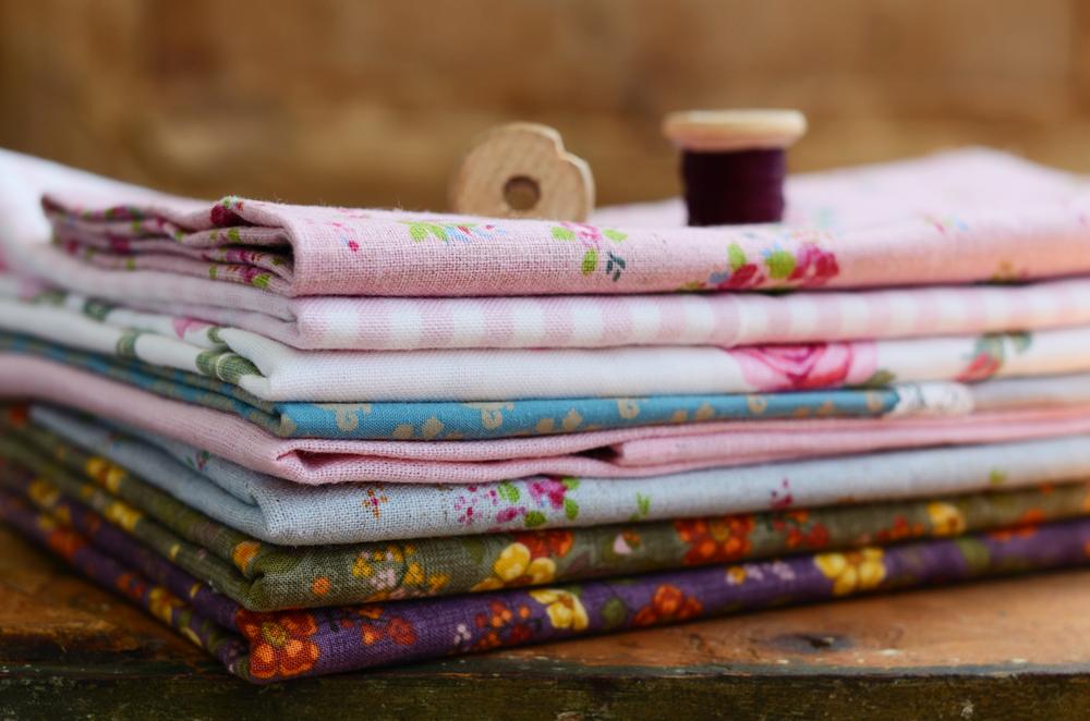 Cuscini sedie con girasoli oltre idee su cuscini per for Tessuti provenzali ikea