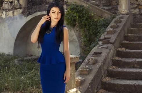 Tubino blu: scarpe e accessori da abbinare