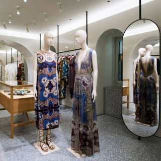 Valentino apre a Piazza di Spagna la boutique più grande