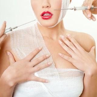 Chirurgia estetica a 15 anni per riconquistare l'ex