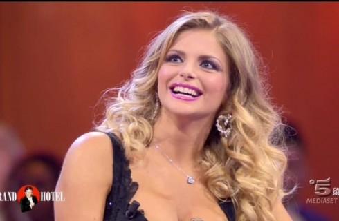 La Cipriani rischia di soffocare con una caramella per un litigio con Lisa Fusco
